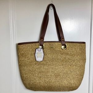 Handbags - NWT Woven tote bag with faux leather handles